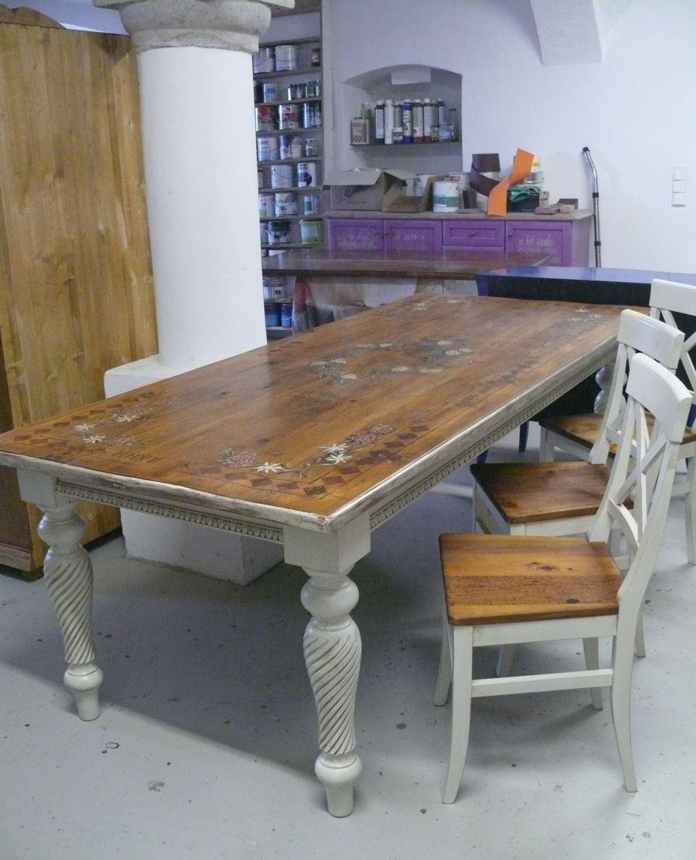 Landhaustisch mit Altholzplatte